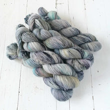 Load image into Gallery viewer, Miss la Motte Lace Merino in Musselcracker
