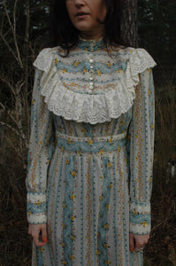 romantic prairie lace dress (S)
