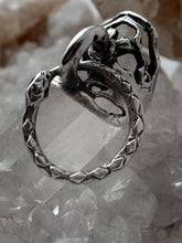 Load image into Gallery viewer, door knocker silver ring // ouro knuckle