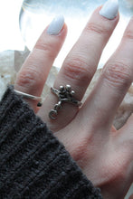 Load image into Gallery viewer, mini moon ring // 'dangle lune'