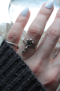 mini moon ring // 'dangle lune'