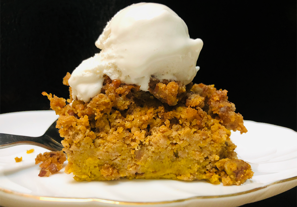 Keto-Snaps pumpkin cobbler with Keto cookie crust