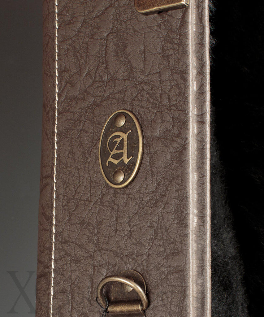 VGV Hardshell Case: Brown with Hygrometer (classy!) - Upgrade