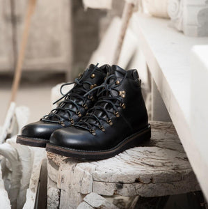 MR PHILIP CREPE – Black