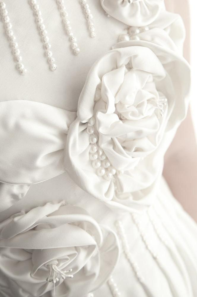 White Roses & Pearls
