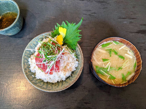 A maguro bowl (rice with tuna sashimi) and a bowl of miso soup.