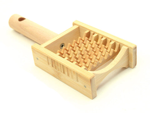 Bamboo Food Grater by Yamaki - Bento&con the Bento Boxes specialist from Kyoto