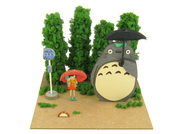 Miniatuart | Totoro and the bus stop