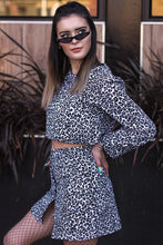 Load image into Gallery viewer, Crop Sweater -  Leopard Courderoy