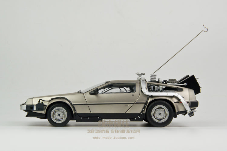 Unpainted Kit  1:18 Back To The Future 1 car delorean