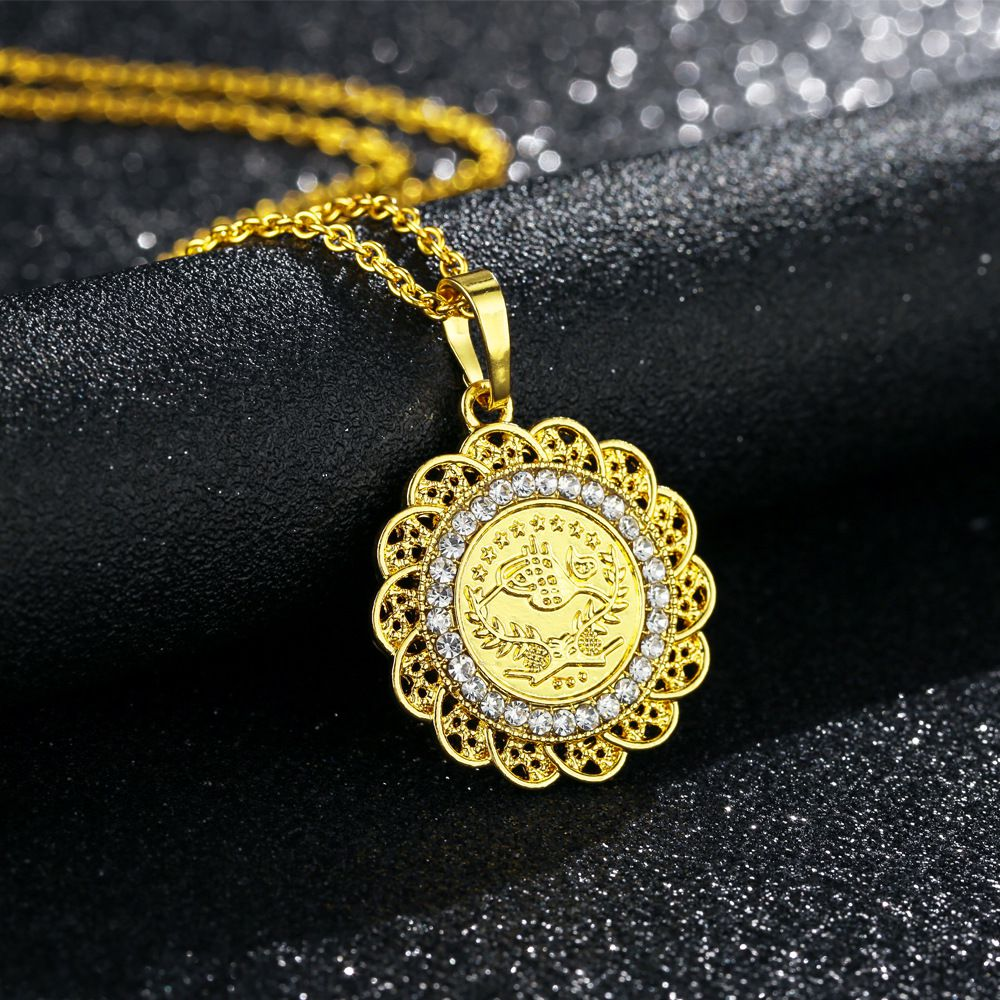 30 Set's) Hot Sale Diamond Design Round-shape Pendants Necklace