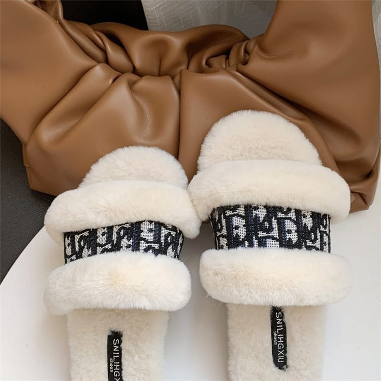 30 Set's) Luxury Letter Printed Flat Plush Slippers