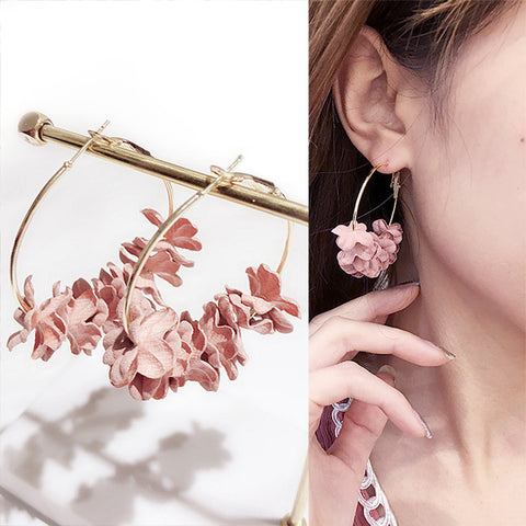 Flower Pending Hoop Earrings