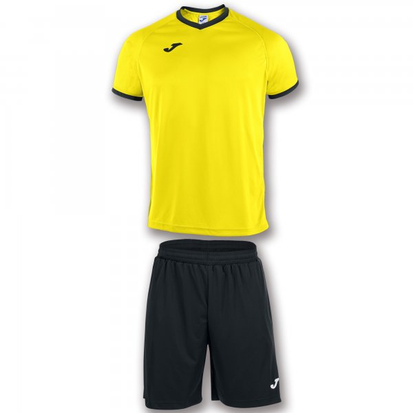 JOMA T-SHIRT AND SHORTS STRIP. THE T-SHIRT STANDS OUT DUE TO ITS RAGLAN SLEEVES FAVOURING EASE OF MOVEMENT AND MICRO-MESH TECHNOLOGY PROMOTING BREATHABILITY FOR THE SPORTSPERSON.