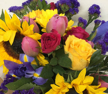 Load image into Gallery viewer, Mixed flower bunch delivered to Tugun, Bilinga florist, Currumbin, Palm Beach