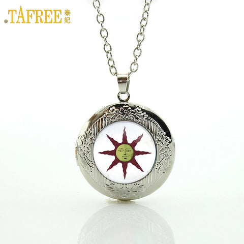 Dark Souls Solaire of Astora Sun locket pendant necklace
