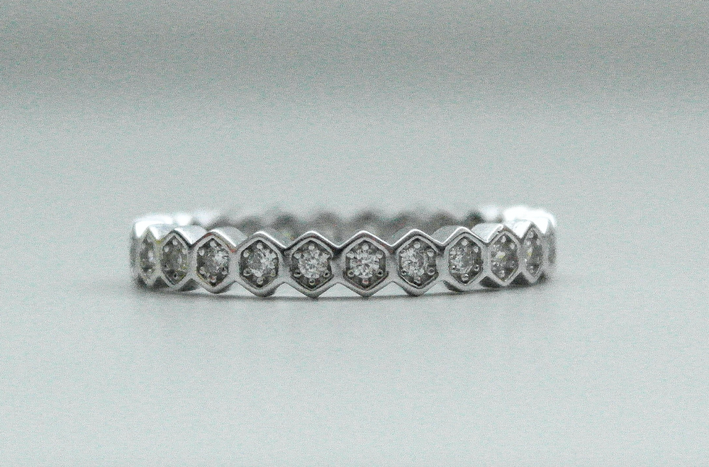 Hexagon Round Stone Band