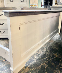 Courtney Queen White & Weathered Bedroom Set