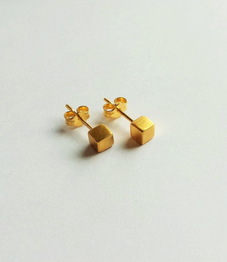 MINIMAL CUBE EARRINGS
