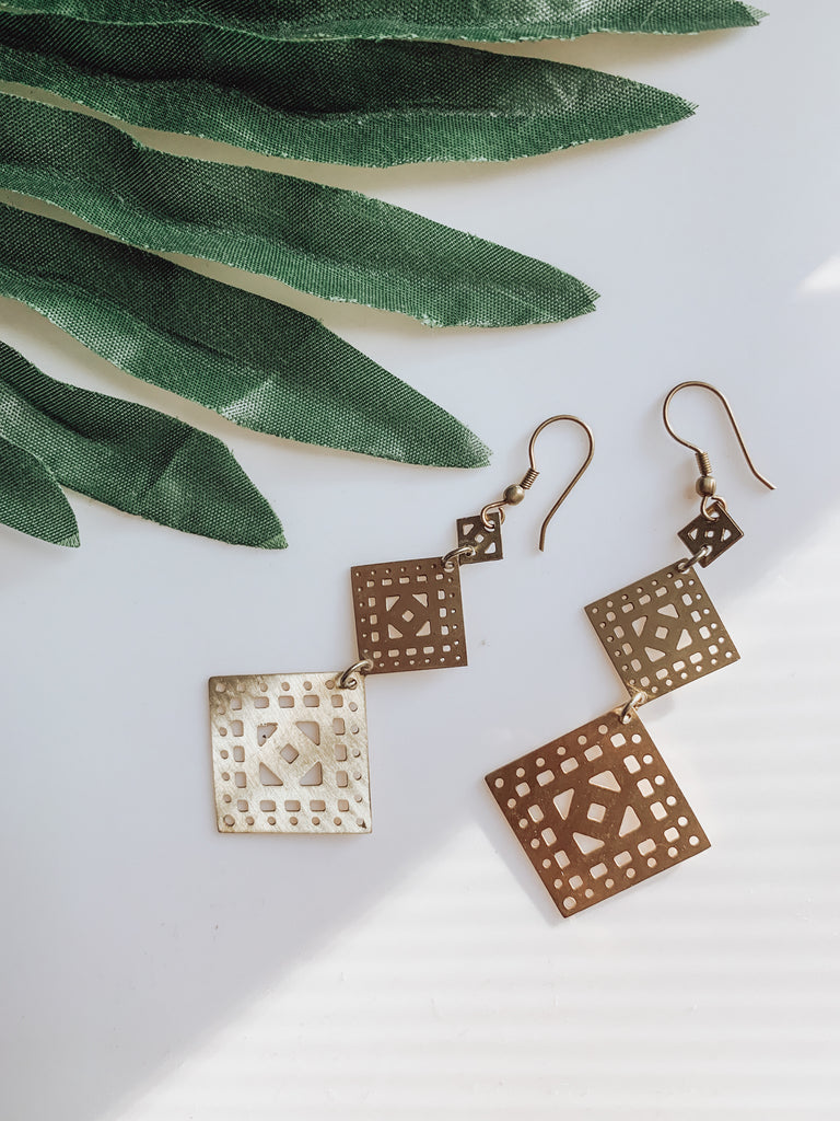 GOLD 3 SQUARE DANGLE