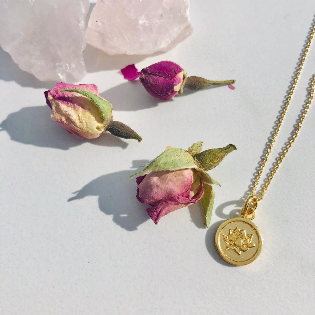 Necklace x Lotus x 24 carat Gold x Small disc