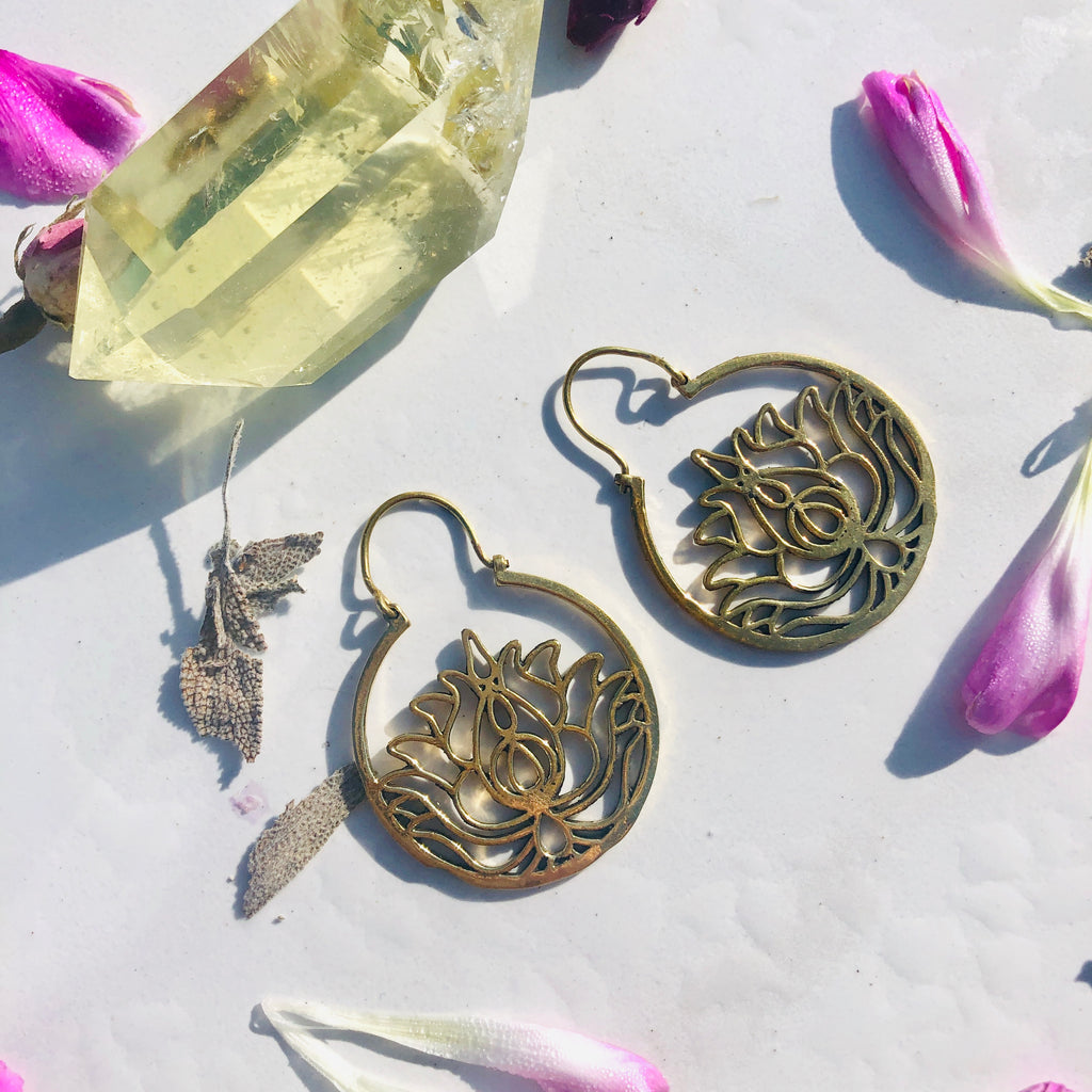 Earrings x Lotus x Brass