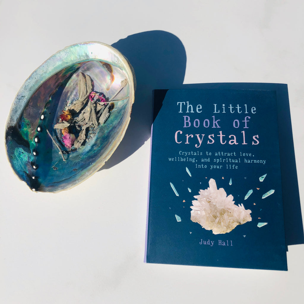 Book ✖️The Little book of crystals