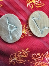 Load image into Gallery viewer, Hand-Carved Elder Futhark Runes - The Crows Knot