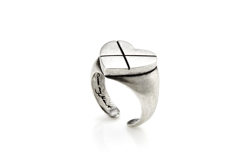 CROSS MY HEART Signature Ring (Silver)