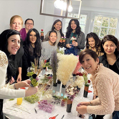 Amazing house party where everyone makes a DIY arrangement that will last a year!