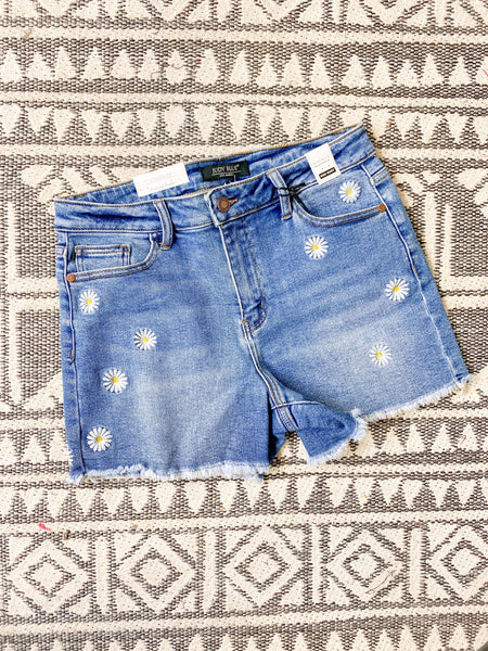 "JUDY BLUE ""DRIVING ME DAISY"" EMBROIDERY DENIM SHORTS [1573]"