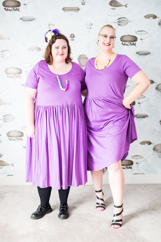 Laura and Sara in lilac plus-size cotton dress with pockets