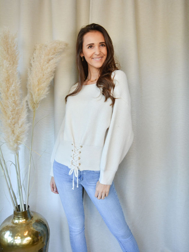 Lace up sweater off white