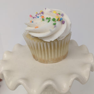 Vanilla cupcake with American buttercream - 6 cupcakes