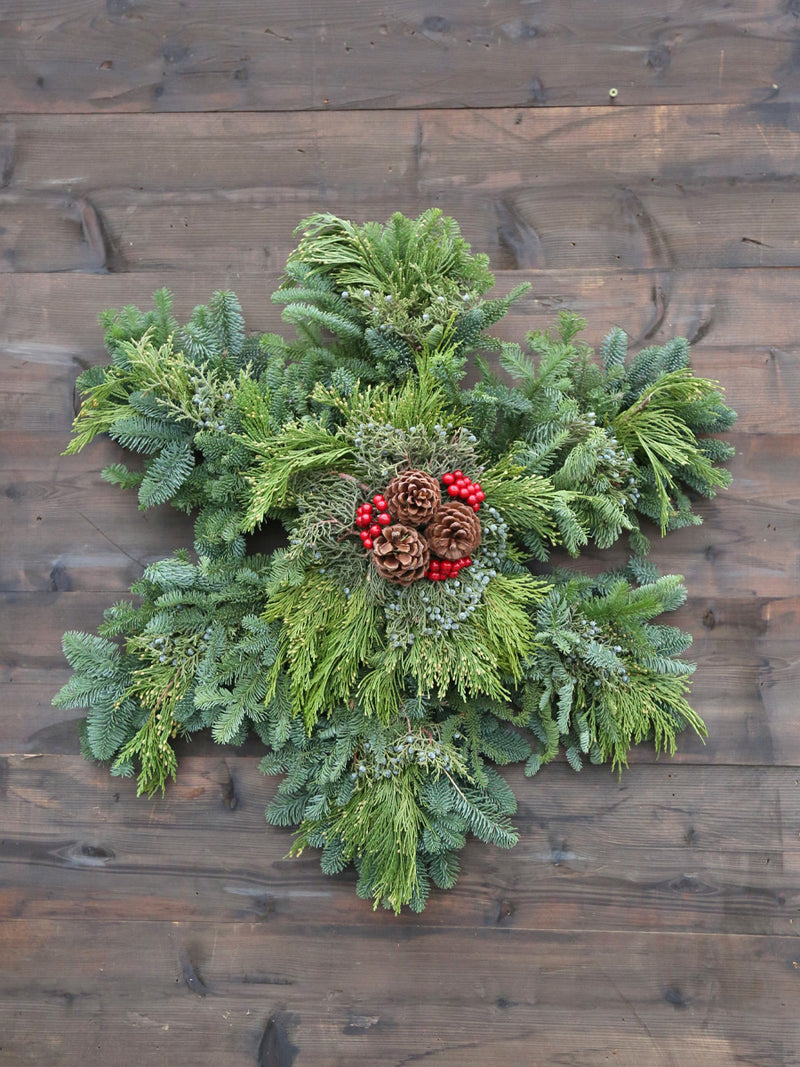 Fresh Mixed Snowflake Wreath 24in