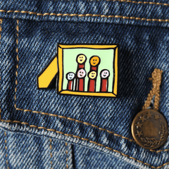 FAMILY PICTURE FRAME ENAMEL PIN