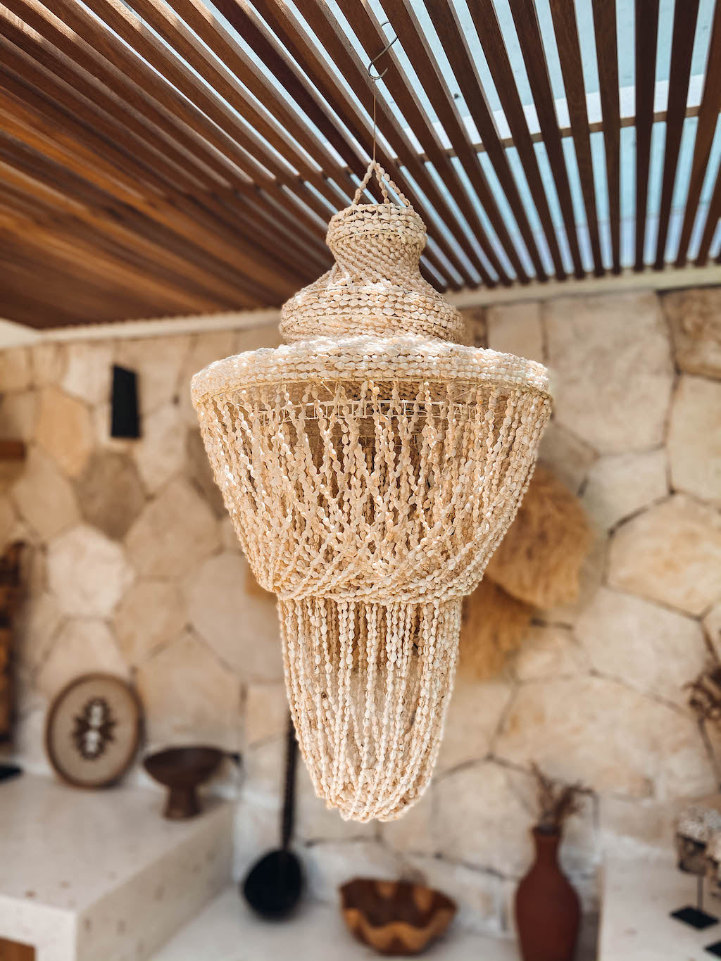 Lustre tropical chic en coquillages de Bali