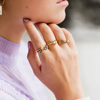 CLUSE Essentielle Gold Chevron And Black Crystal Ring Set CLJ41004-52 - set van ringen maat 52 aan vinger