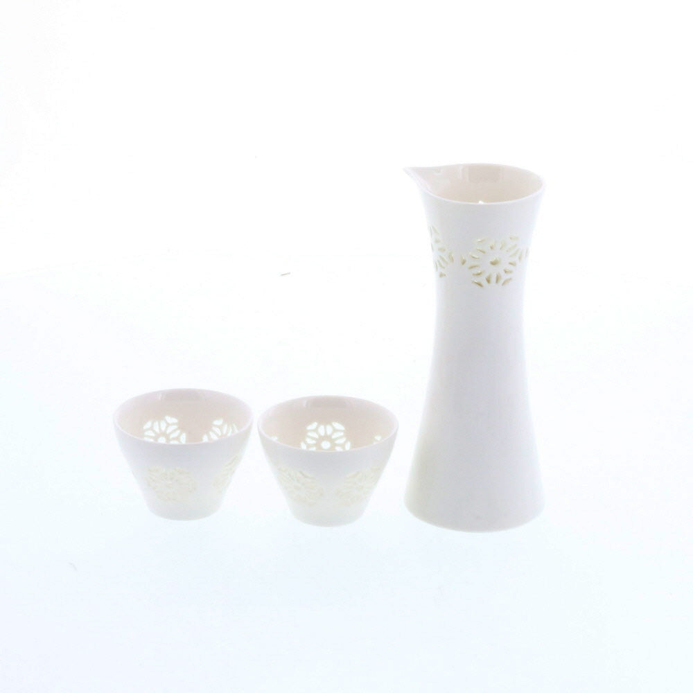 Hotarude Sake Bottle (Tokkuri) and 2-Piece Sake Cup (Guinomi) Set with Gift Box - White