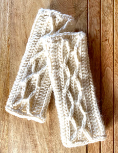 Handmade fingerless gloves made with Wool