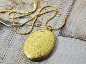 Locket Necklace - Gold Oval Picture Locket