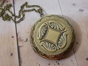 Locket Necklace - Large Circle Picture Locket