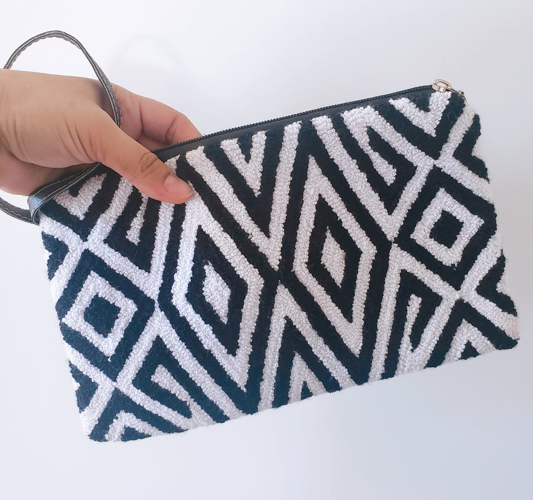 Enith Handmade Punch-needle Wayuu Clutch - Wuitusu