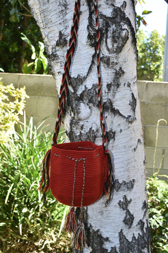 Small Handmade Red Wayuu Mochila Bag. - Wuitusu