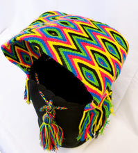 Black Handmade Wayuu Mochila Bag with Extra-Thick Short Strap - Wuitusu