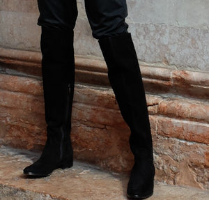 Knee-high boots cuissardes