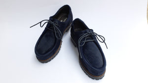 Lace-up shoes in blue pony skin