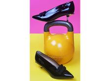 Upload the image to the Gallery viewer, Shoes décolleté of black paint with bows - Side