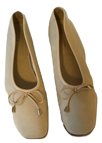 Ellie Dickens Cream Suede Pump Size 42