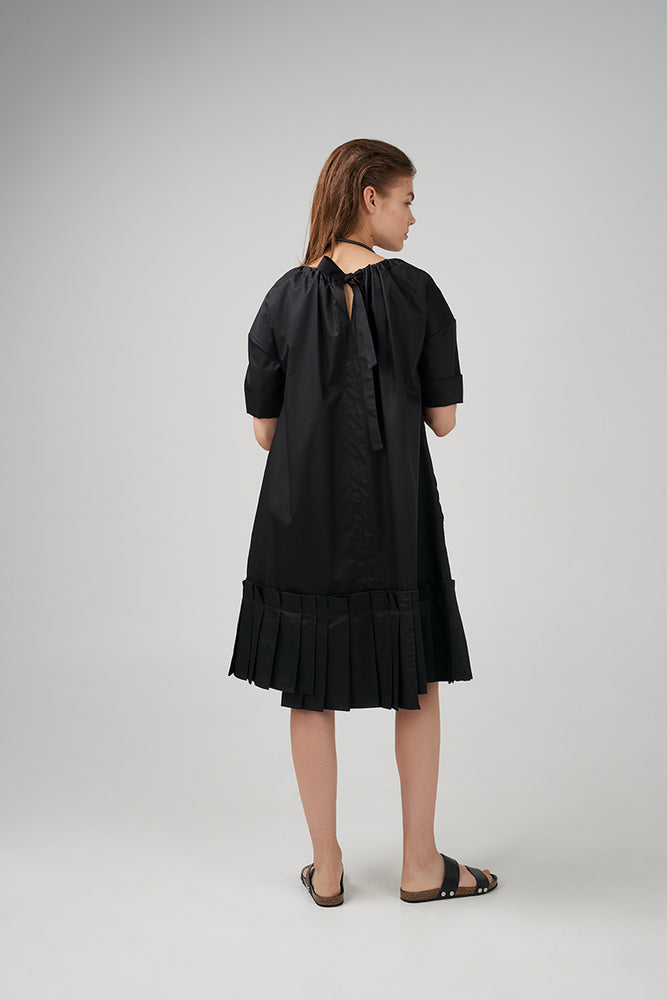 Short sleeve cotton poplin dress in black